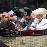 Carlos de Inglaterra, Camilla Parker y las Princesas de York en Ascot