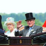 Isabel II y Felipe de Edimburgo en Ascot