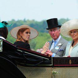 Beatriz de York, Camilla de Cornuales y Carlos de Gales en Ascot