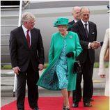 Isabel II, el Duque de Edimburgo y el Viceprimer ministro de Irlanda