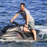 Fonsi Nieto en una moto acuática en Ibiza