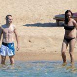 Andrés Iniesta y Anna Ortiz en el mar Mediterráneo