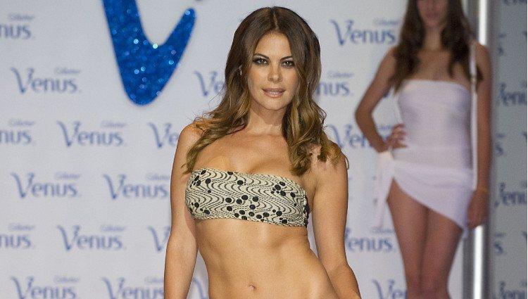 María José Suárez desfila en los Premios Venus de Diseño 2011