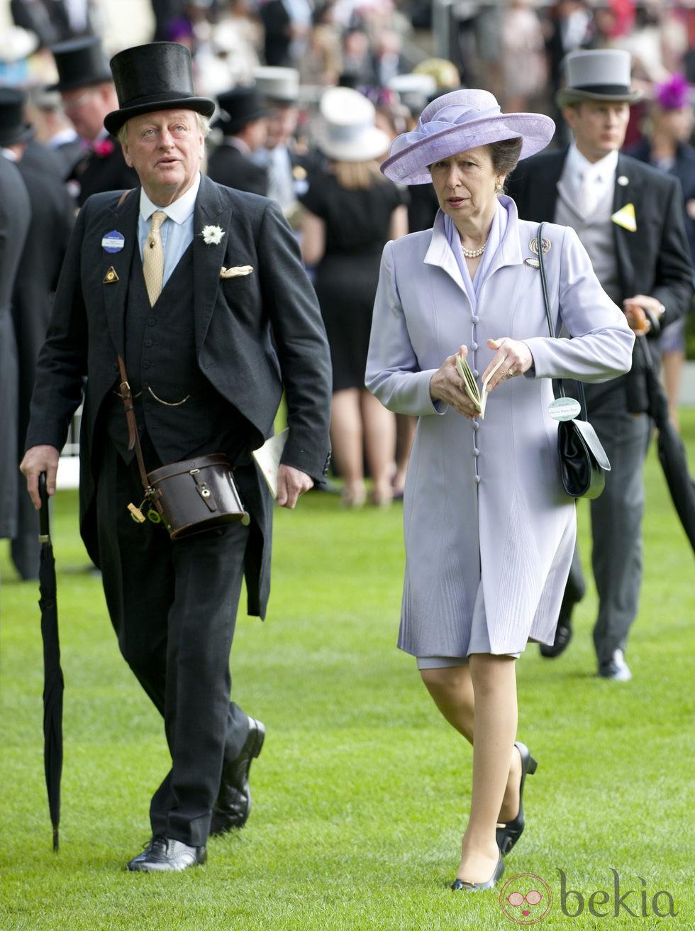 La Princesa Ana y Andrew Parker Bowles en Ascot