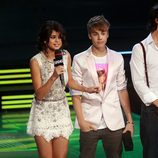Selena Gomez y Justin Bieber en los MuchMusic Video Awards 2011
