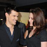 Taylor Lautner y Kristen stewart en el estreno de 'A better life'