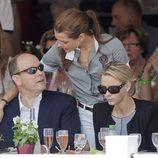 Carlota Casiraghi saluda a Alberto II y a Charlene Wittstock