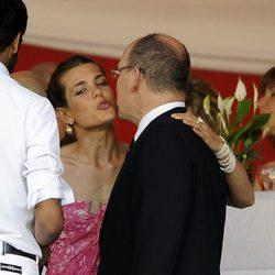 Carlota Casiraghi besa a su tío Alberto de Mónaco