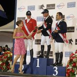Carlota Casiraghi con los ganadores del Concurso de Hípica de Monte-Carlo