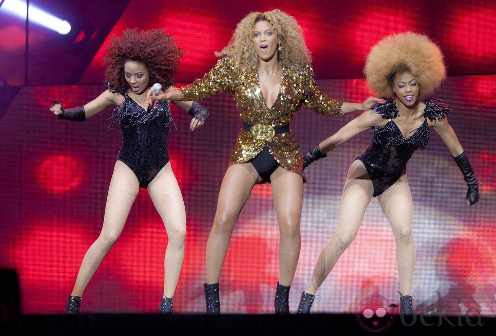 Beyoncé actuando en el Festival de Glastonbury