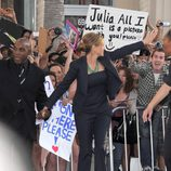 Julia Roberts aclamada por sus fans en el estreno de 'Larry Crowne'