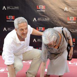 Miguel Bardem y su madre en el Paseo de la Fama de Madrid