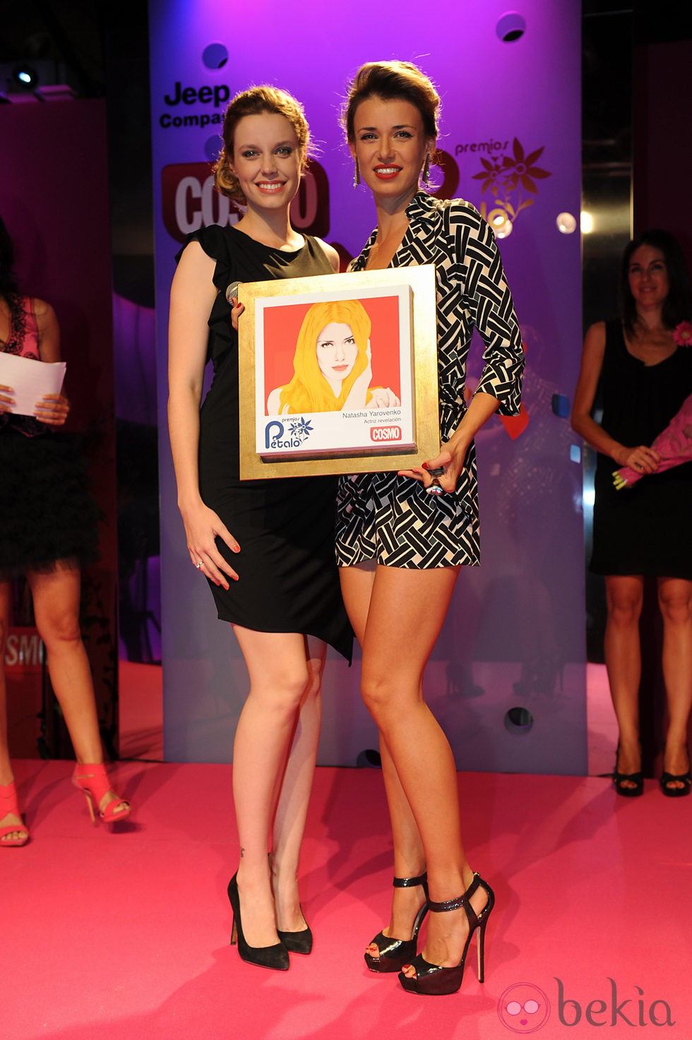 Carolina Bang y Natasha Yarovenko en los Premios Pétalo de Rosa de Cosmopolitan