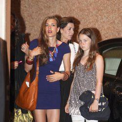 Carolina de Monaco y sus hijas Carlota y Alexandra en la despedida de solteros de Alberto y Charlene