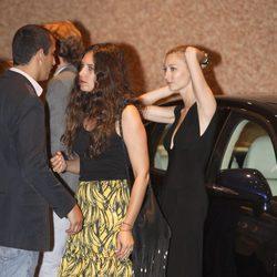 Tatiana Santo Domingo, Beatriz Borromeo y Alex Dellal en la despedida de solteros de Alberto y Charlene