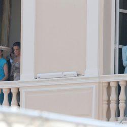 La Familia Real de Mónaco en el balcón de Palacio tras la boda de Alberto y Charlene