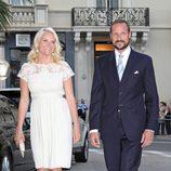 Haakon y Mette Marit de Noruega en la fiesta tras la boda de Alberto de Mónaco