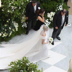 La cola del traje de novia de Charlene Wittstock