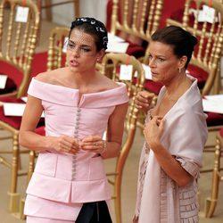 Carlota Casiraghi y Estefanía de Mónaco en la boda de Alberto y Charlene