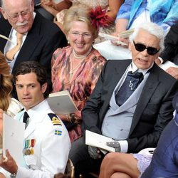 Magdalena y Carlos Felipe de Suecia y Karl Lagerfeld en la boda de Alberto