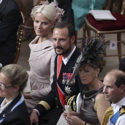 Los Príncipes de Noruega y los Condes de Wessex en la boda religiosa