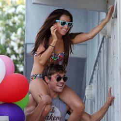 Zac Efron y Ashley Tisdale se divierten en el cumpleaños de Ashley