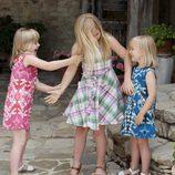 Catharina-Amalia, Alexia y Ariane de Holanda juegan en sus vacaciones en Italia