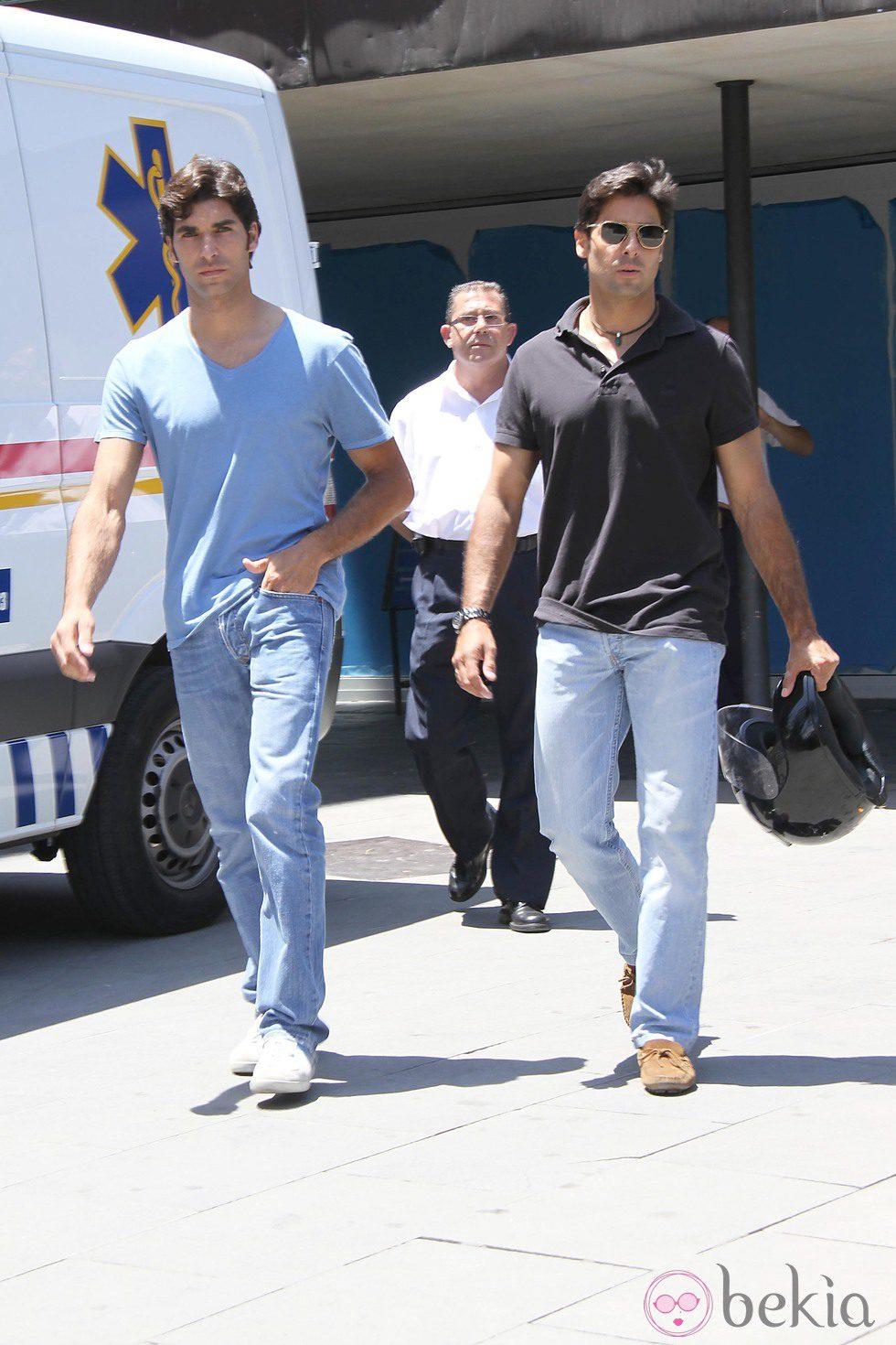 Cayetano y Fran Rivera tras visitar a su tía Belén Ordóñez en el hospital