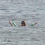 Carla Bruni disfruta del mar durante sus vacaciones en la Costa Azul