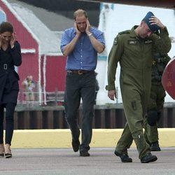 Los Duques de Cambridge se tapan los oídos en Prince Edward Island