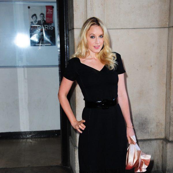 Katie Holmes y Cate Blanchett apoyan a Armani en París
