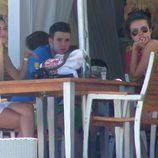 Álex Lecquio y Andrea Guasch comiendo en Ibiza