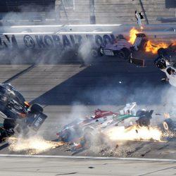 Brutal accidente de Dan Wheldon en el circuito de las Vegas