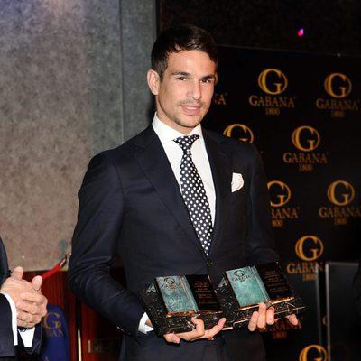 José María Manzanares posa con sus galardones en los premios taurinos 'Páginas de la Historia'