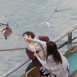 Penélope Cruz y Emile Hirsch peleándose en el rodaje de 'Venuto al mondo' en Roma