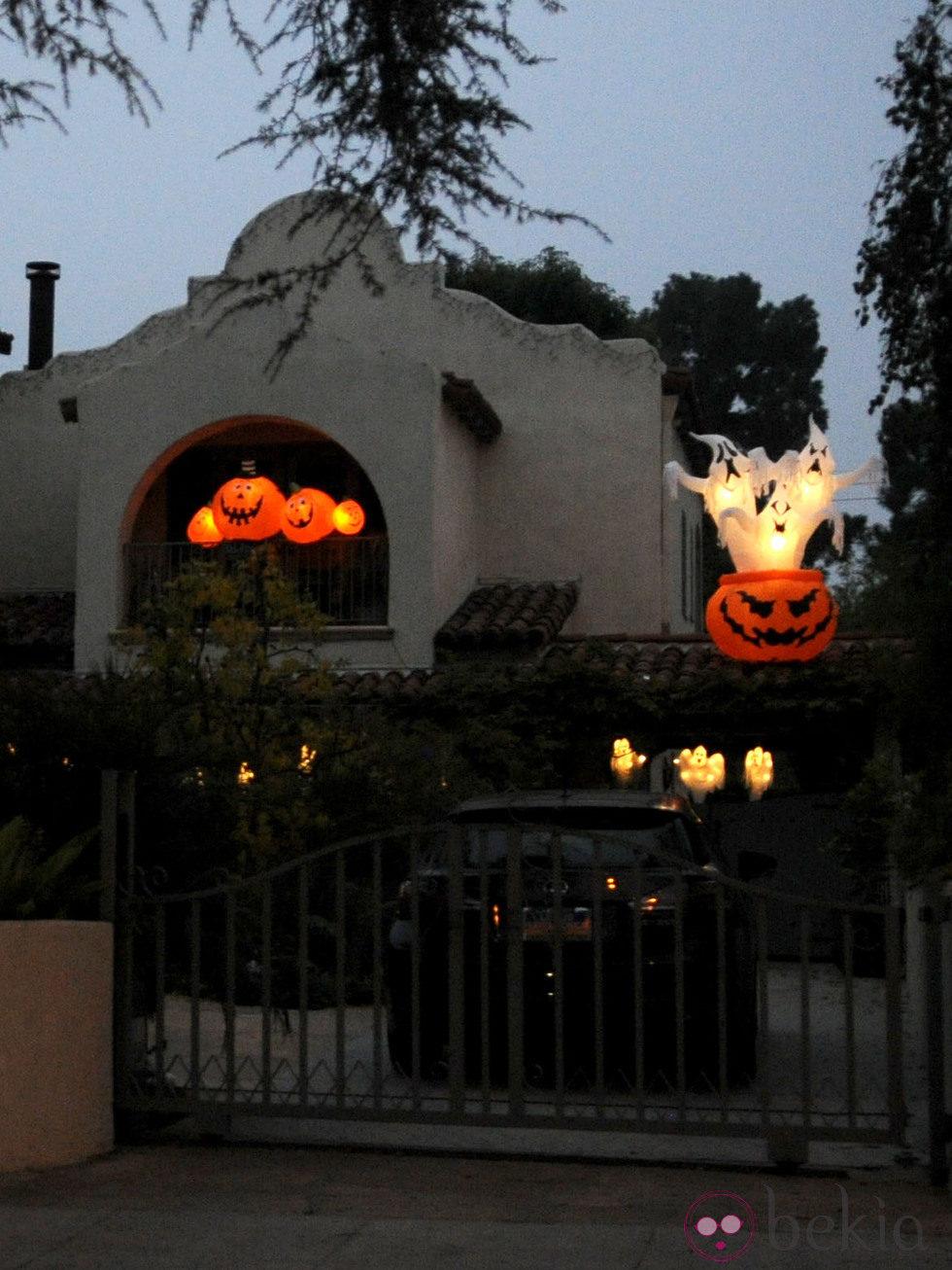 Decoraci n de halloween en la casa de alyson hannigan - Decoracion de halloween para casas ...