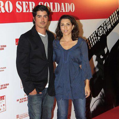 Alicia Borrachero y su hermano Luis en el estreno de 'De mayor quiero ser soldado'