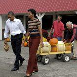 Los Obama escogen calabazas para Halloween