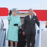 La reina de Inglaterra y el duque de Edimburgo aterrizan en Australia