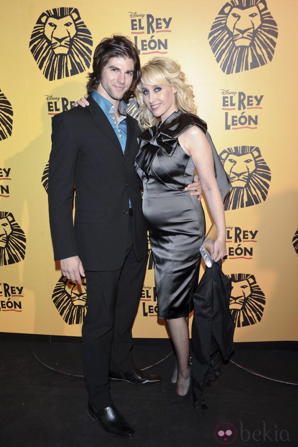 Innocence y Sergio Arce en el estreno del musical 'El Rey León' en Madrid