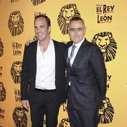 Santi Acosta y Jordi González en el estreno del musical 'El Rey León' en Madrid