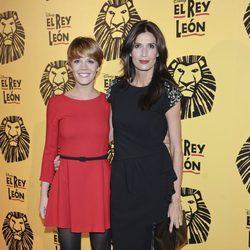 Bárbara Muñoz y Elia Galera en el estreno del musical 'El Rey León' en Madrid