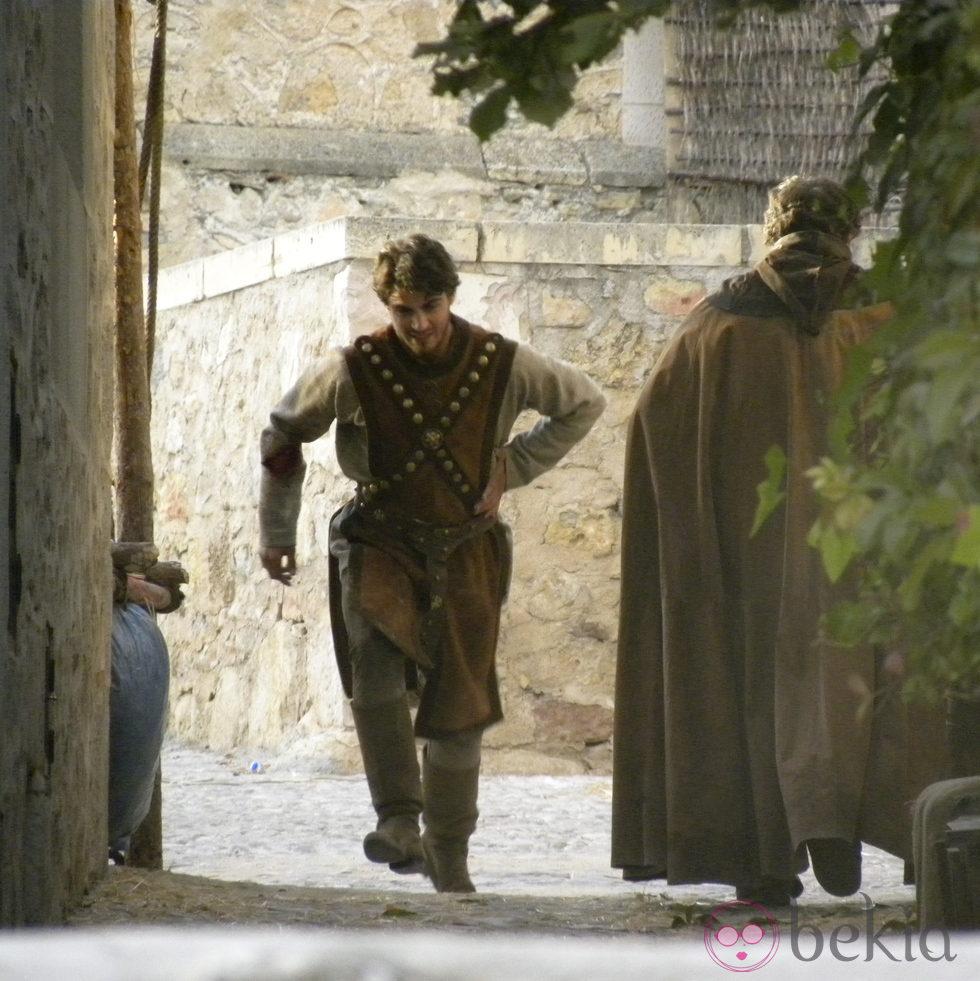 Maxi Iglesias en un momento del rodaje de 'Toledo' en Pedraza