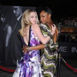 Amanda Seyfried y Yaya DaCosta en el estreno de 'In time' en Los Ángeles