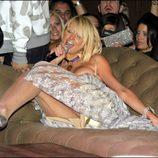 Paris Hilton cantando borracha en un local de Boston
