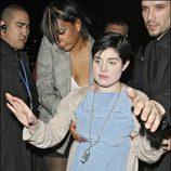 Kelly Osbourne intenta caminar borracha por las calles de Londres