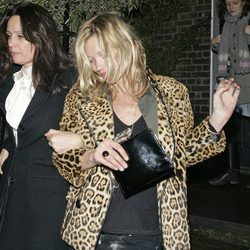 Kate Moss sale borracha de una casa de Notting Hill