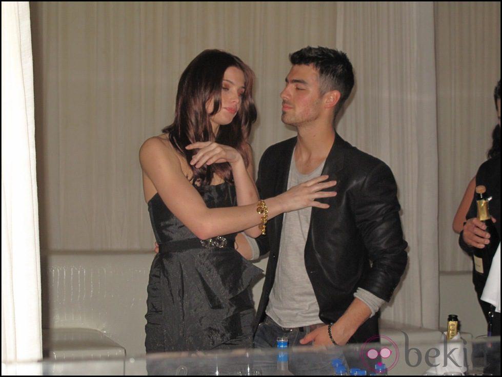Ashley Greene borracha en Las Vegas junto a Joe Jonas