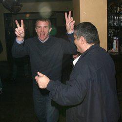 Guy Ritchie borracho y muy contento por las calles de Londres