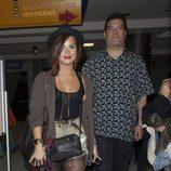 Demi Lovato en compañía de su padre Patrick